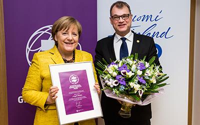 Merkelille tasa-arvopalkinto – raportti 17.12.2017